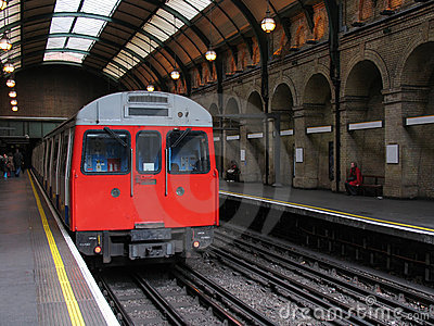 LONDON TUBE TRAIN IN VINTAGE UNDERGROUND STATION (click image to zoom)