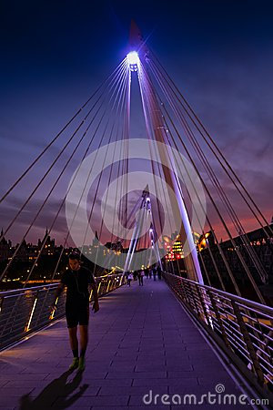 Free London, UK. 22nd May 2017. Golden Jubilee Footbridge At Night Stock Photos - 112440163