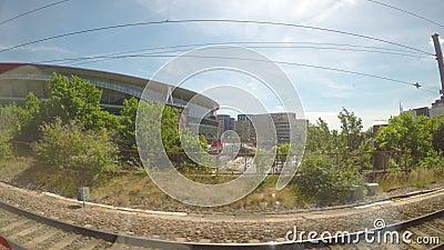 LONDRA ï ¿ ½ luglio 2017: La vista dalla finestra del treno dell'Emirates Stadium a Londra Regno Unito POV del treno passeggeri c archivi video
