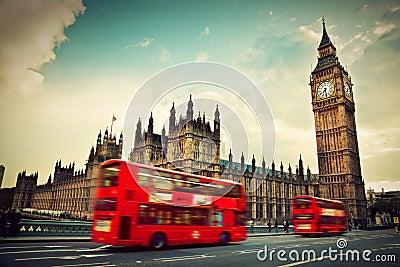 Londra, Regno Unito. Bus rosso e Big Ben