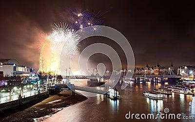 Londres 2012 fuegos artificiales Imagen editorial