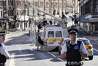 LONDRES - 9 DE AGOSTO: El área de la ensambladura de Clapham es sacke Fotografía editorial