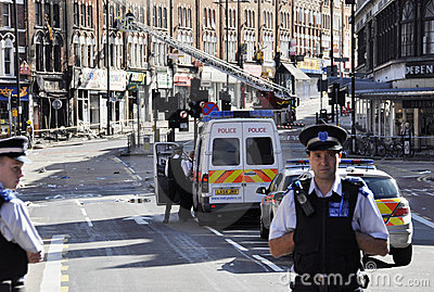 LONDRES - AGOSTO 09: A área da junção de Clapham é sacke Fotografia Editorial