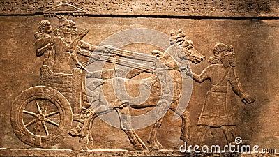 LONDRES, a caça do rei Efeito animado, movente do relevo do palácio de Assurbanipal em Nineveh, Assyria vídeos de arquivo