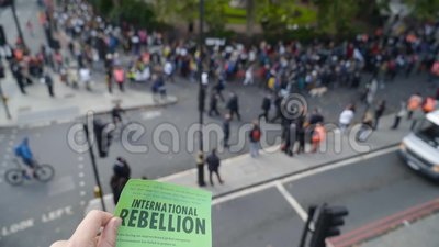 Londres, Royaume-Uni - Octobre 2019 : Brochure internationale sur la rébellion à Londres Action Les écologistes protestataires co
