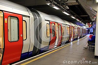 Londres subterráneo Fotografía editorial