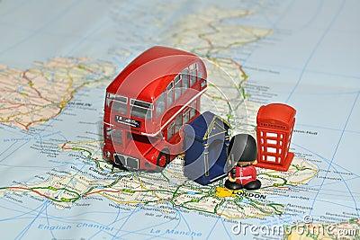 Londres sur la carte de l Angleterre avec les souvenirs miniatures