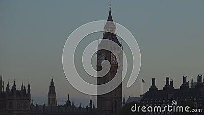 Londyński śródmieście z Westminister pałac wizerunkiem i Big Ben zegar w nocy zbiory wideo