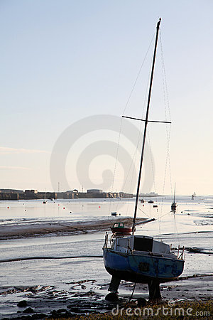 Free Lone Beached Yacht Royalty Free Stock Images - 12412129