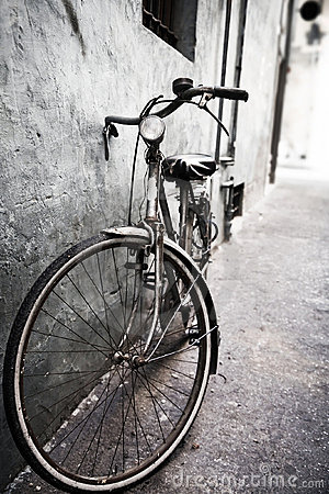 Lonely Bicycle Royalty Free Stock Images - Image: 6747519