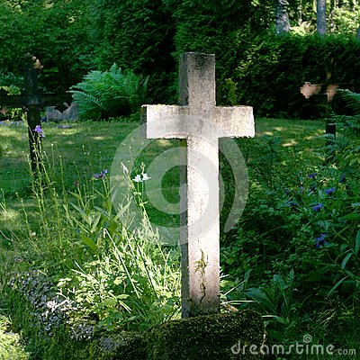 Free Lonely Cross Illuminated By Sun. Stock Photo - 29300700