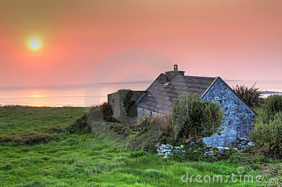 Lonely irish house at sunset in Doolin
