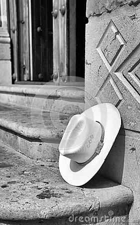 Lonely sombrero / Cowboy hat