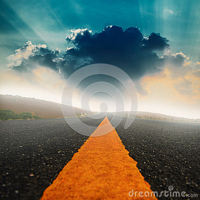 Free Long Road And Dramatic Sky With Sunray Stock Images - 51863974