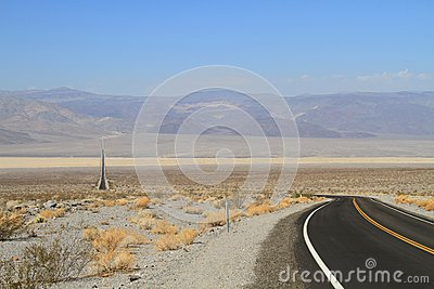 USA, California/Saline Valley: Long Road
