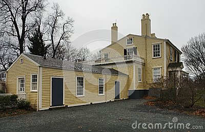 Longfellow House in cloudy ambiance