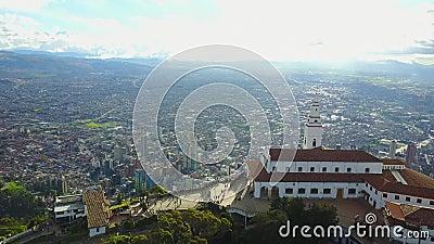 Longueur panoramique d'église de Monserrate à Bogota, Colombie clips vidéos