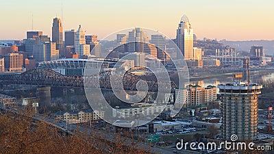 Looped day to night tijdapase van Cincinnati, Verenigde Staten 4K stock videobeelden