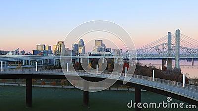 Looping day-to-night tijdpaden van Louisville, Kentucky, Verenigde Staten 4K stock video