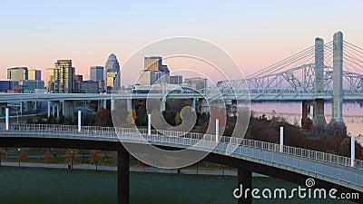 Looping von Tag zu Nacht, Timelapse von Louisville, Vereinigte Staaten 4K stock video footage