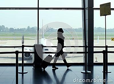Loppkvinna i flygplats
