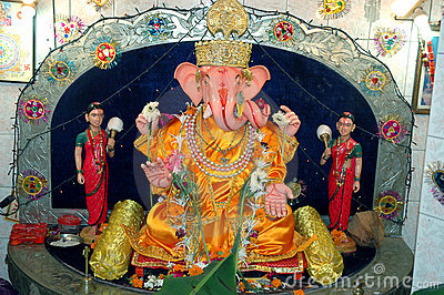 Lord Ganesha with Riddhi Siddhi his wives