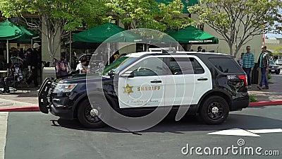 LOS ANGELES, EUA - 11 DE MAIO DE 2019: Carro de pol?cia do xerife vídeos de arquivo