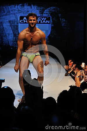 how to become a male model in los angeles