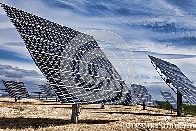 Los paneles solares fotovoltaicos de la energía verde de HDR