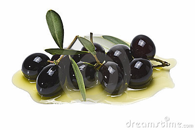 A lot of black olives on olive oil.
