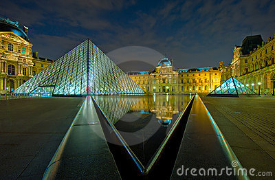 Louvre museum at night, Paris, France Editorial Stock Image