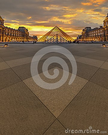 Free Louvre Museum Sunset Stock Image - 117941091