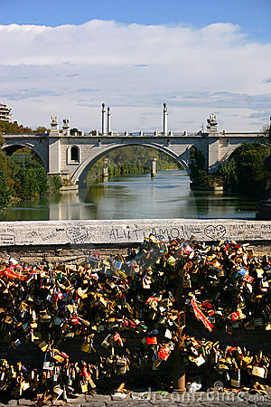Free Love Locks In Rome Royalty Free Stock Photography - 16721177