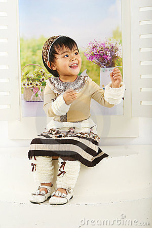 Free Lovely Chinese Girl Royalty Free Stock Photo - 13212395