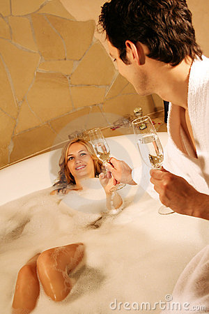 Free Lovely Couple In Bath Royalty Free Stock Image - 2945826