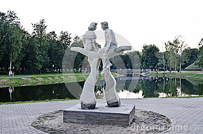 Lovers monument in the park Editorial Stock Image