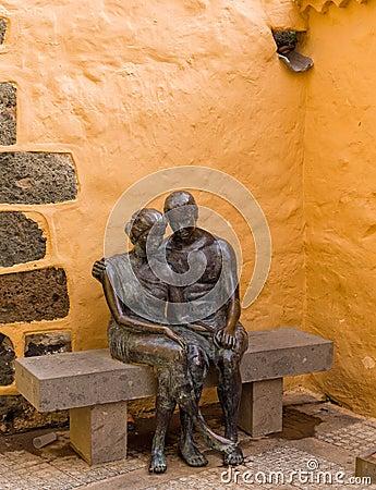 Free Loving Couple Sculpture Aguimes Gran Canaria Spain Stock Photo - 49516220