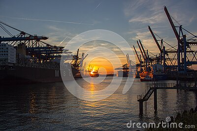 Low Saturated Photo Of Oil Rig During Golden Hour Free Public Domain Cc0 Image