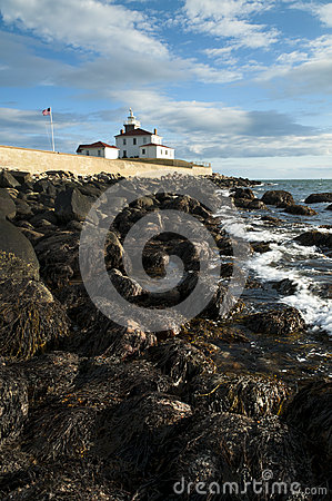 Free Low Tide Near Rhode Island Lighthouse Royalty Free Stock Image - 64999676