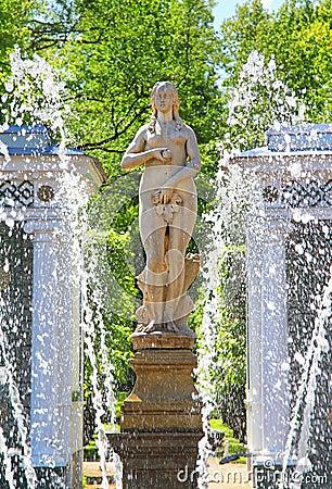Free Lower Gardens Of The Petergof Palace In Saint Petersburg Stock Image - 40807951