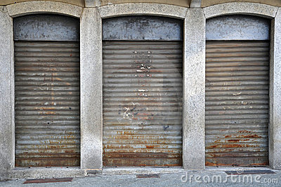 Lowered rolling shutters