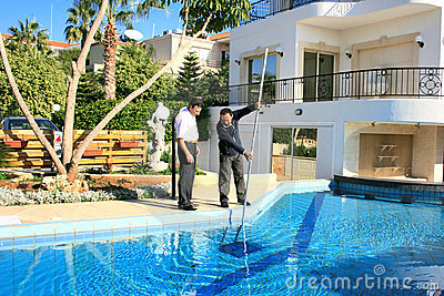 Líquido de limpeza e proprietário da piscina