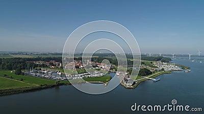 Luchtfoto van de versterkte stad Willemstad Moerdijk in de provincie Noord-Brabant, Nederland Sterke forten waren stock videobeelden
