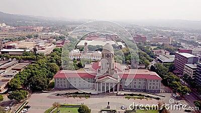 Luchtfoto van het stadhuis van Tshwane in Pretoria, Zuid-Afrika stock video