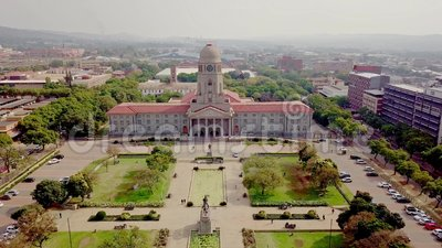 Luchtfoto van het stadhuis van Tshwane in Pretoria, Zuid-Afrika stock footage