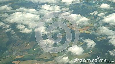 Luchtmening van Greenwood-Dorp, mening van vensterzetel in een vliegtuig stock footage