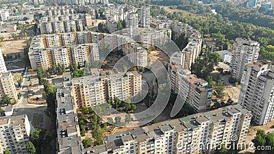 Luchtmening van Woongebouwen met meerdere verdiepingen in de stad stock videobeelden