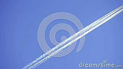 Luftfartyg som står i strid med ett tydligt blått luftrum lager videofilmer