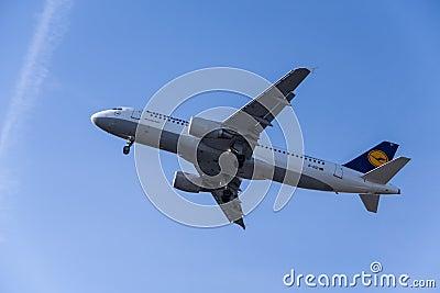 Lufthansa Redaktionell Arkivbild