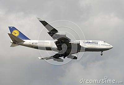 Lufthansa Boeing 747 jumbo jet landing Editorial Photo